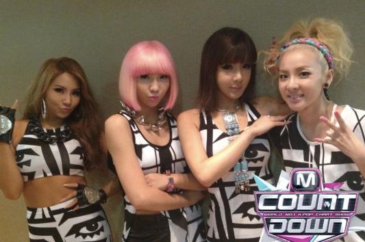 <American Apparel>2NE1在Mcountdown表演的潮流穿搭
